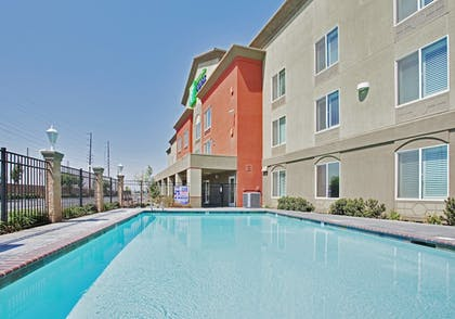 Pool | Holiday Inn Express and Suites Modesto