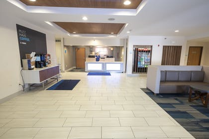 Lobby | Holiday Inn Express Hotel & Suites Iron Mountain