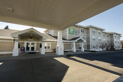 Hotel Front | Holiday Inn Express Hotel & Suites Iron Mountain