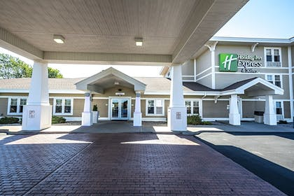 Featured Image | Holiday Inn Express Hotel & Suites Iron Mountain