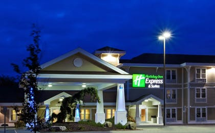 Exterior | Holiday Inn Express Hotel & Suites Iron Mountain