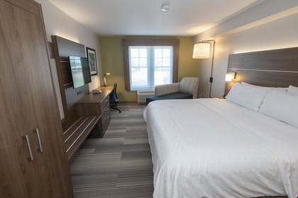 Guestroom | Holiday Inn Express Hotel & Suites Iron Mountain