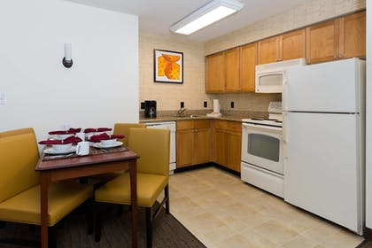 In-Room Kitchen | Residence Inn Baton Rouge Towne Center at Cedar Lodge