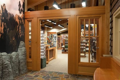 Gift Shop | State Game Lodge at Custer State Park Resort