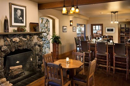 Hotel Lounge | State Game Lodge at Custer State Park Resort