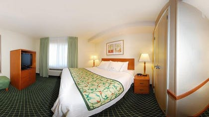 Guestroom | Fairfield Inn & Suites by Marriott Ames
