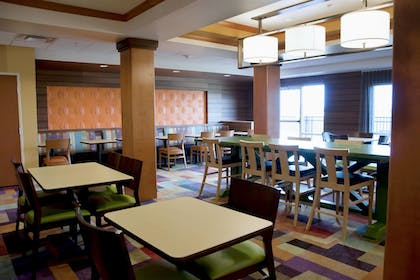 Restaurant | Fairfield Inn & Suites by Marriott Ames