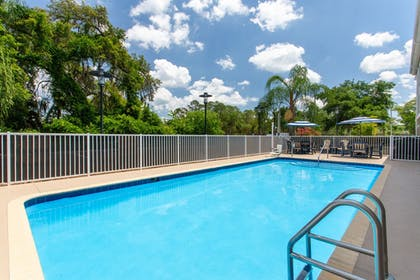 Outdoor Pool | Holiday Inn Express Hotel & Suites Silver Springs - Ocala