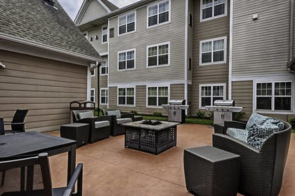 BBQ/Picnic Area | Residence Inn by Marriott Mt. Laurel at Bishop's Gate