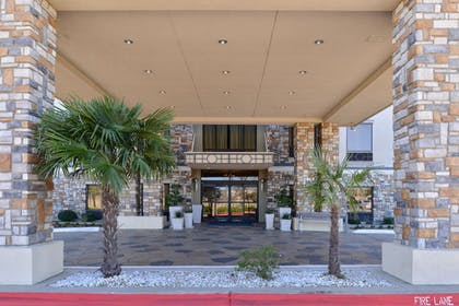 Exterior | Holiday Inn Express Hotel & Suites Dallas South - Desoto