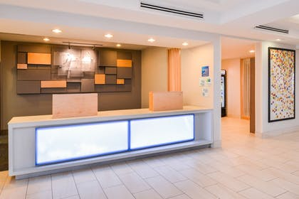 Lobby | Holiday Inn Express & Suites Parkersburg-Mineral Wells