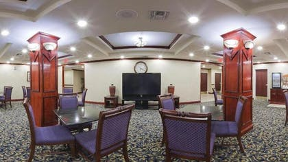 Lobby Sitting Area | Holiday Inn Express & Suites Pampa