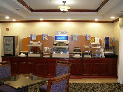 Restaurant | Holiday Inn Express & Suites Pampa