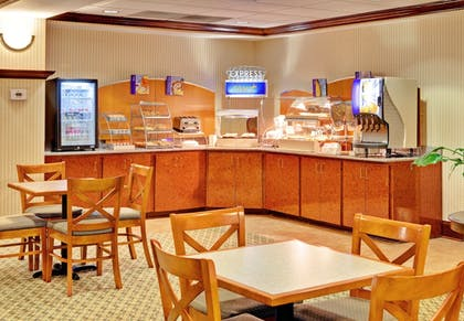 Restaurant | Holiday Inn Express & Suites - Greenwood