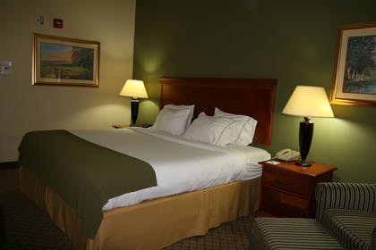 Room | Holiday Inn Express & Suites - Greenwood