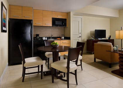 In-Room Kitchen | Residence Inn by Marriott Fort Lauderdale Intracoastal/Il Lugano