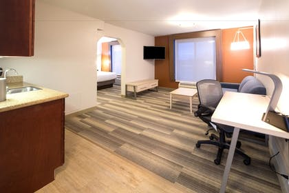 Guestroom   Holiday Inn Express Hotel & Suites Grand Blanc