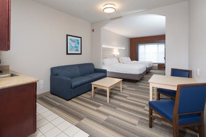 Guestroom | Holiday Inn Express Hotel & Suites Grand Blanc