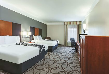 Guestroom | La Quinta Inn & Suites by Wyndham Granbury