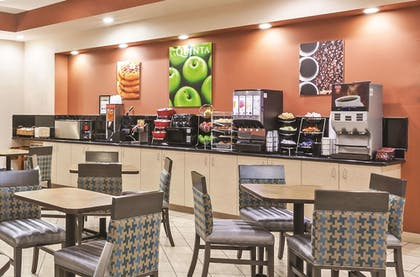 Breakfast Area | La Quinta Inn & Suites by Wyndham Granbury