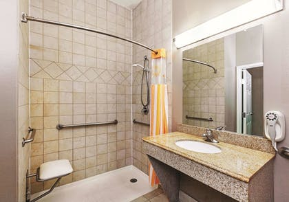 Bathroom | La Quinta Inn & Suites by Wyndham Granbury