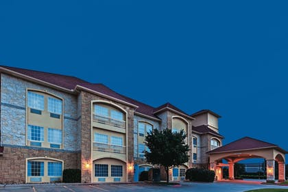 Exterior | La Quinta Inn & Suites by Wyndham Granbury