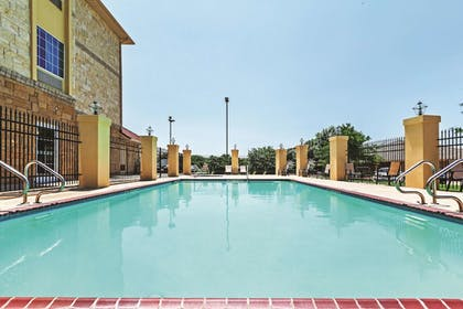 Pool | La Quinta Inn & Suites by Wyndham Granbury