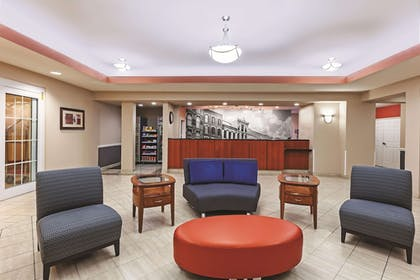 Lobby | La Quinta Inn & Suites by Wyndham Granbury