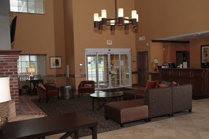 Lobby Sitting Area | Wingate by Wyndham Appleton