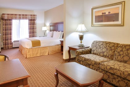 Guestroom | Holiday Inn Express & Suites Center