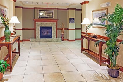 Lobby | Holiday Inn Express Hotel & Suites Seabrook