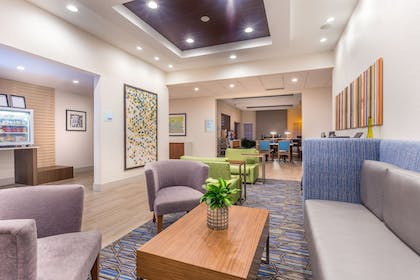 Lobby | Holiday Inn Express & Suites Eau Claire North