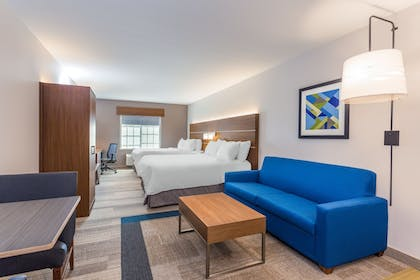 Guestroom | Holiday Inn Express & Suites Eau Claire North