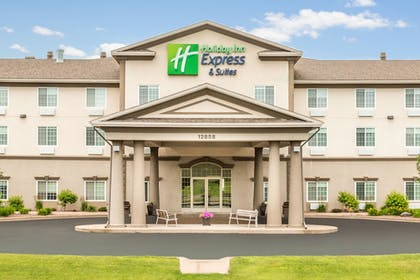 Exterior | Holiday Inn Express & Suites Eau Claire North