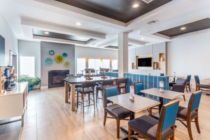 Restaurant | Holiday Inn Express & Suites Eau Claire North