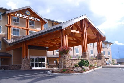 Hotel Front | Oxford Suites Silverdale