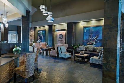 Lobby Sitting Area | Oxford Suites Silverdale