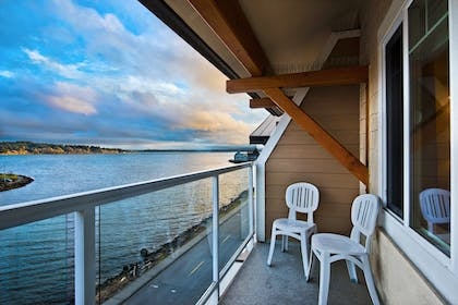 Balcony | Oxford Suites Silverdale