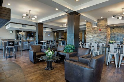Hotel Lounge | Oxford Suites Silverdale