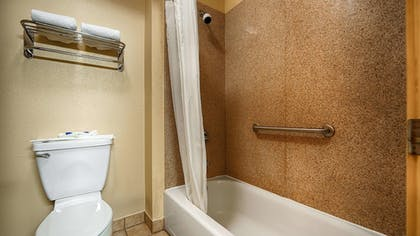 Bathroom | Best Western Windsor Pointe Hotel & Suites-at&t Center