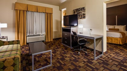Guestroom | Best Western Windsor Pointe Hotel & Suites-at&t Center