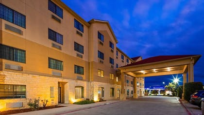 Exterior | Best Western Windsor Pointe Hotel & Suites-at&t Center