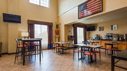 Breakfast Area | Best Western Windsor Pointe Hotel & Suites-at&t Center