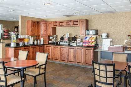 Breakfast Area | Glenwood Suites, an Ascend Hotel Collection Member