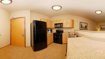 In-Room Kitchen | Glenwood Suites, an Ascend Hotel Collection Member