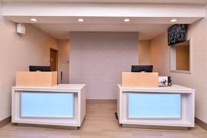 Lobby | Holiday Inn Express Hotel & Suites Lacey