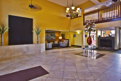 Lobby | Holiday Inn Express & Suites Petoskey