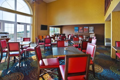 Restaurant | Holiday Inn Express & Suites Petoskey
