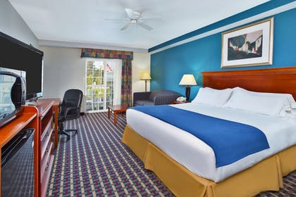 Guestroom | Holiday Inn Express & Suites Petoskey
