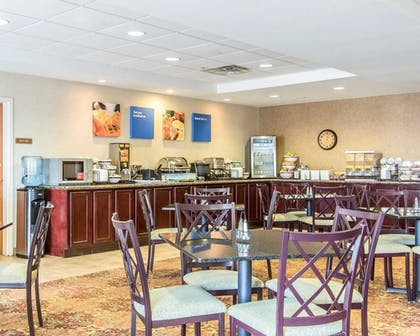 Breakfast Area | Comfort Inn & Suites Quail Springs